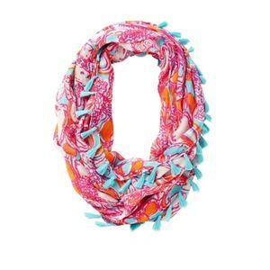 Riley infinity loop scarf feeling tanked